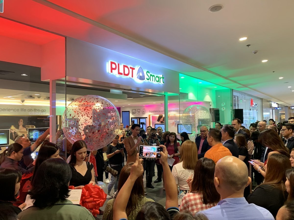 PLDT and Smart opens One Digital Store in Ayala Vertis North