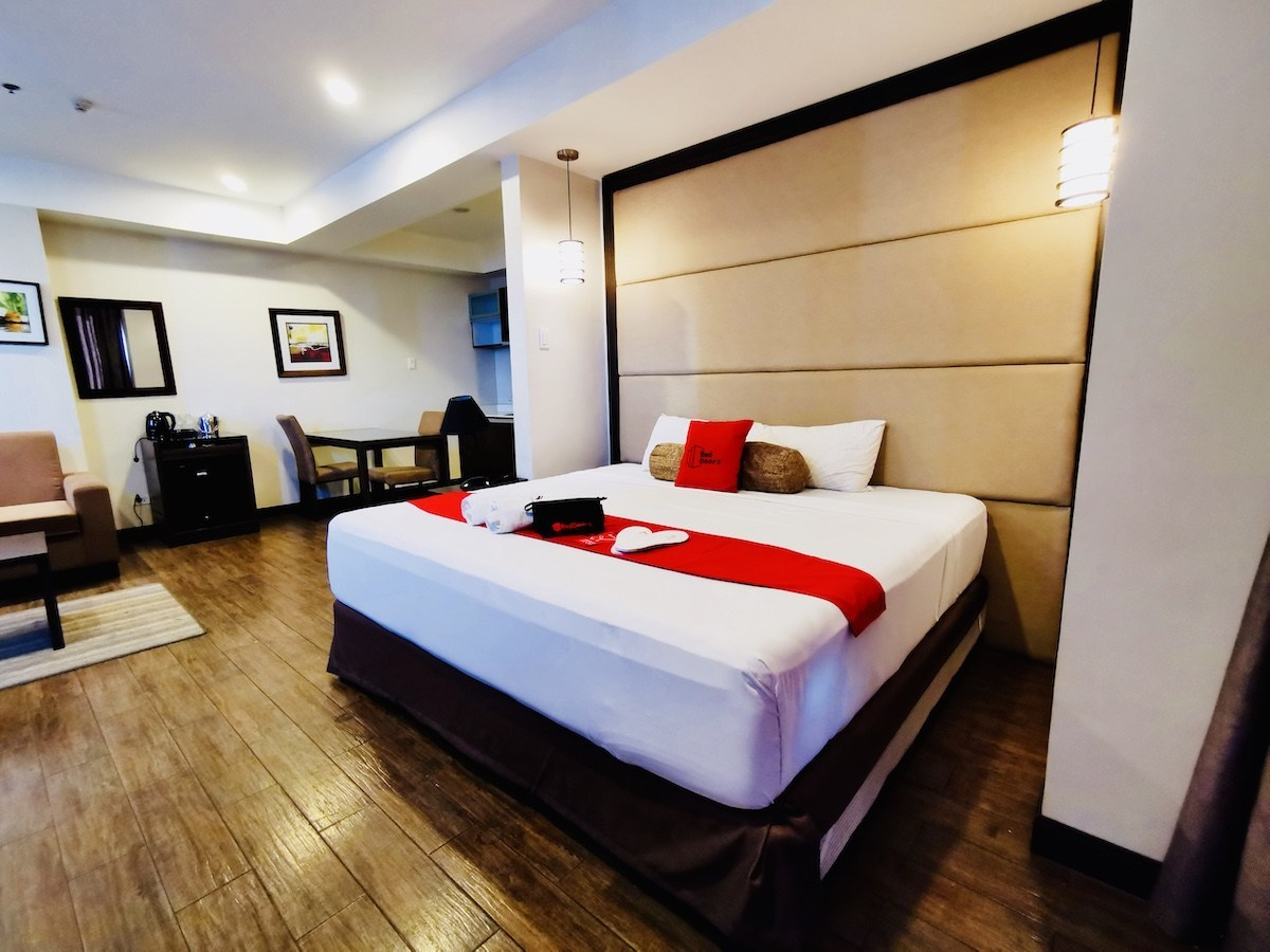 Hotel Review: RedDoorz Premium at West Avenue Quezon City