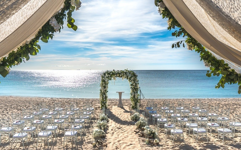 Hitchbird Wedding Awards Name Mövenpick Resort & Spa Boracay as One of Asia's Finest Wedding Destinations