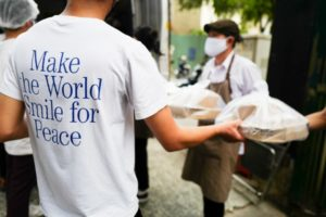Pizza 4P's donated meals to health workers in Ho Chi Minh City and Hanoi, in cooperation with Mekong Capital