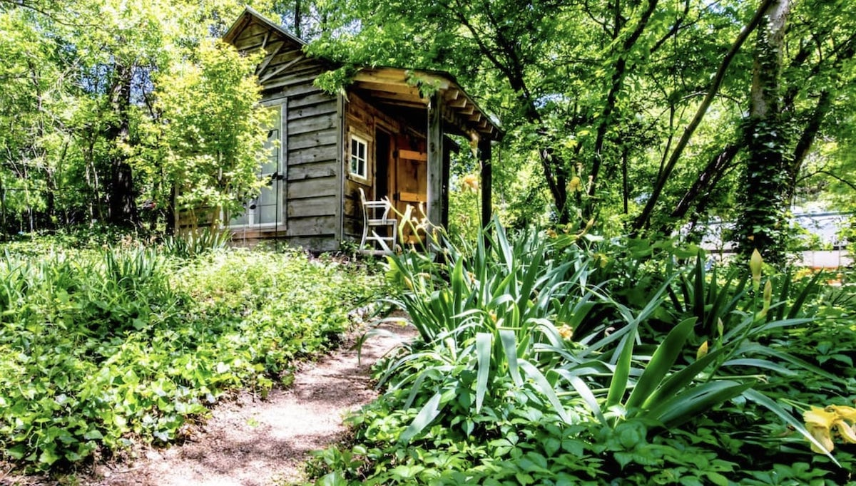 8 Best Airbnbs in Dallas You Can Book Right Now