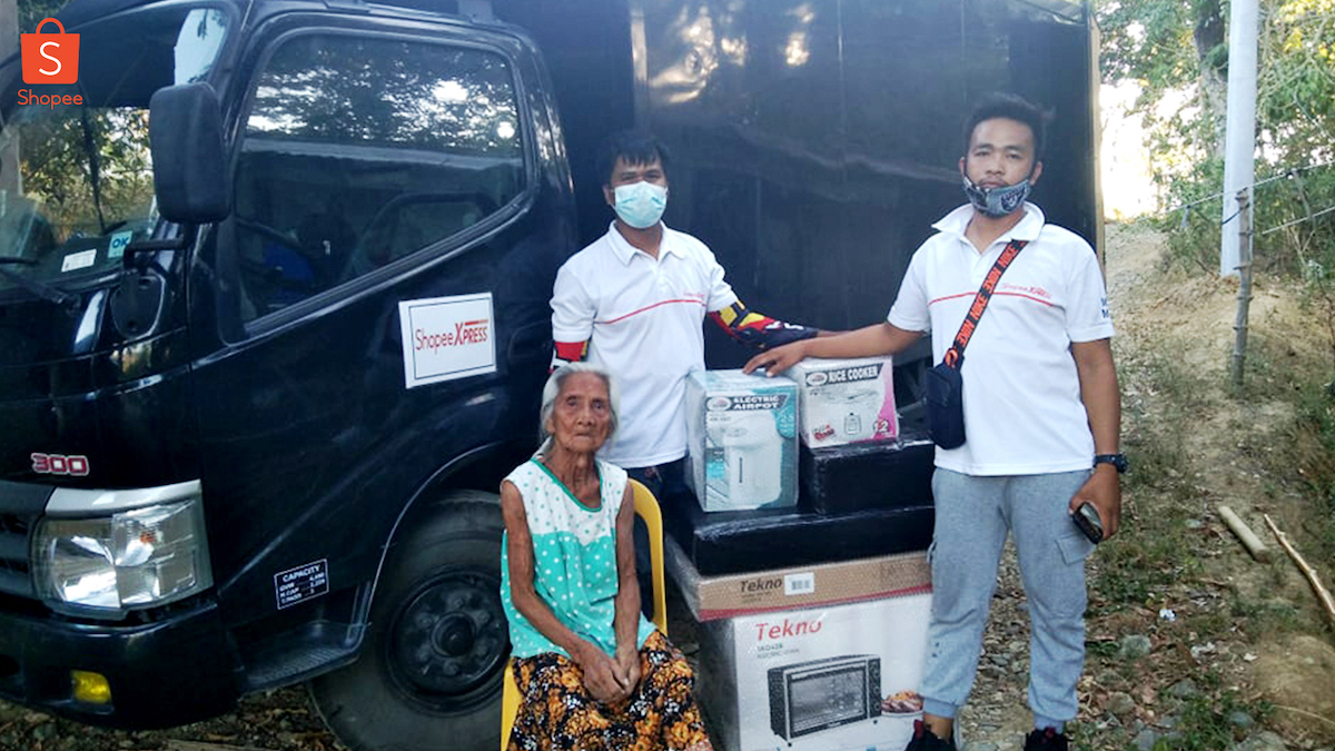 Shopee Extends Help to Lola Who Accidentally Burned Her P14,000 Life Savings